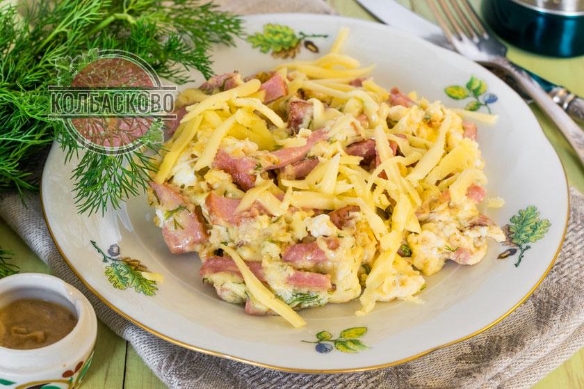 рецепт омлета с сыром и колбасой