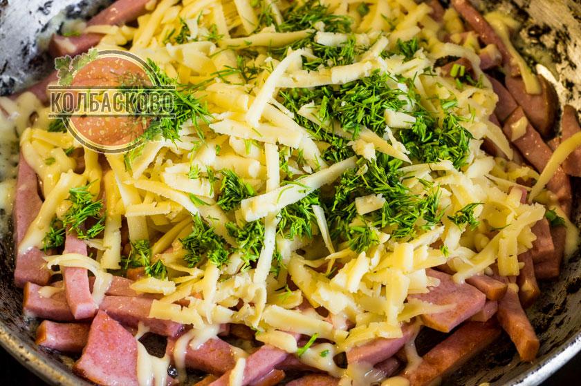 присыпаем сыром и зеленью