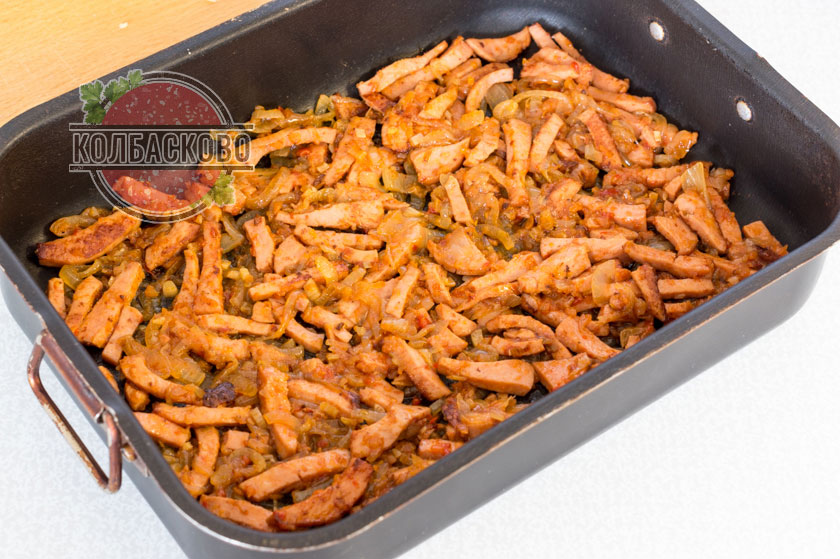 выкладываем слой колбасы