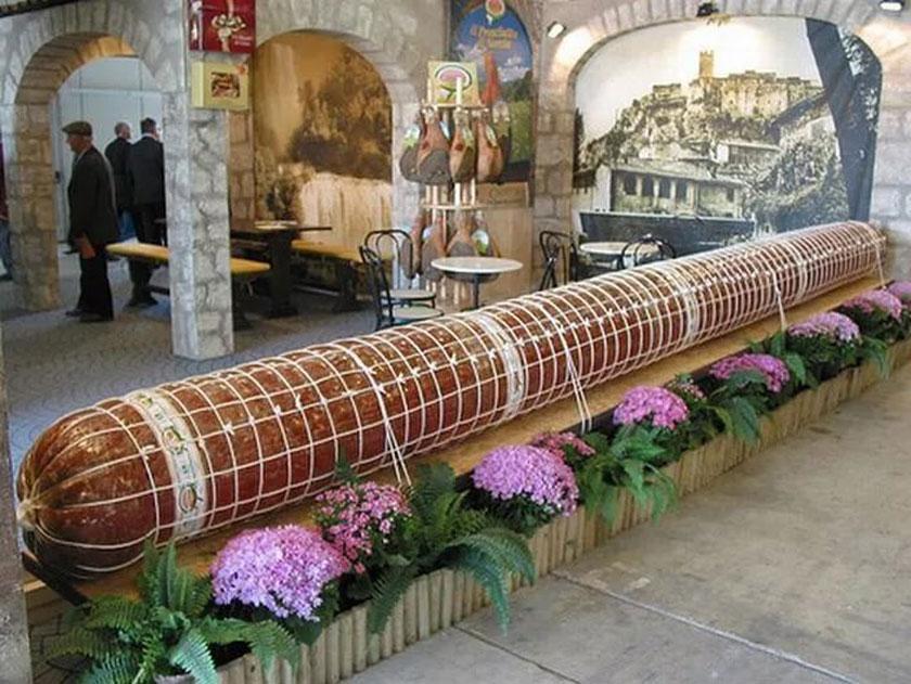 Самая длинная колбаса в мире