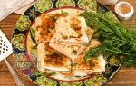 Конвертики из лаваша с сыром и колбасой на сковороде