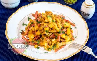 Тушеная картошка с колбасой