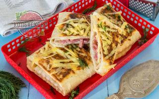 Лаваш в кляре с сыром и колбасой