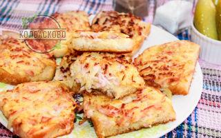 Горячие бутерброды с картошкой и колбасой на сковороде