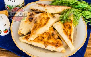 Треугольники из лаваша с сыром и колбасой