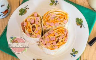 Лаваш с колбасой и корейской морковью