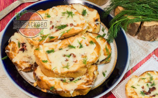 Горячий бутерброд на сковороде с яйцом