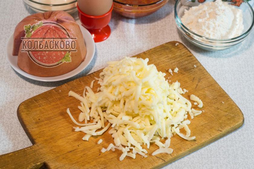 Пицца на сковороде с колбасой и зелёным луком - рецепт пошаговый с фото